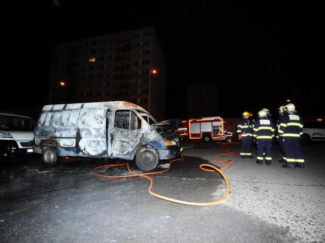 Hasiči z Chodova zasahovali u požáru vozidel, foto HZS Praha