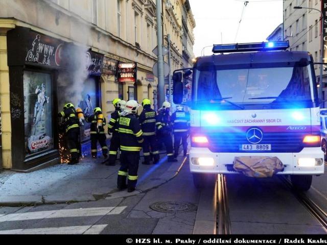 Požár zničil vybavení obchodu, foto Radek Krahulík