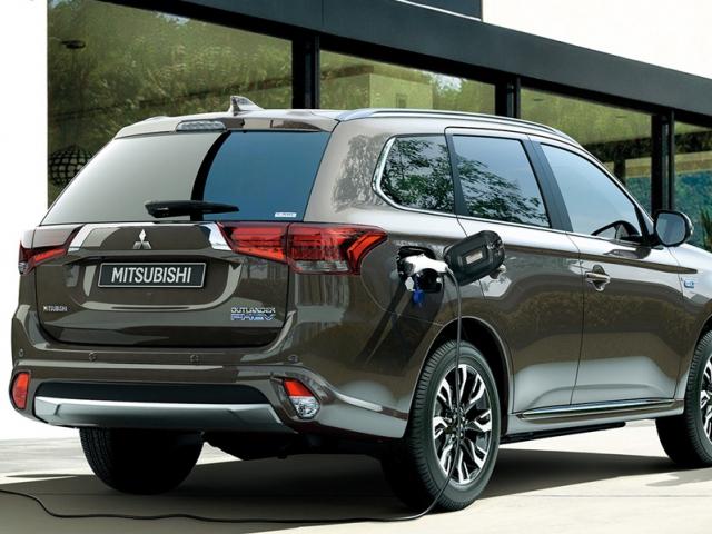 Outlander PHEV Mitsubishi rozšiřuje záruku na baterie, foto M Motors CZ s.r.o.