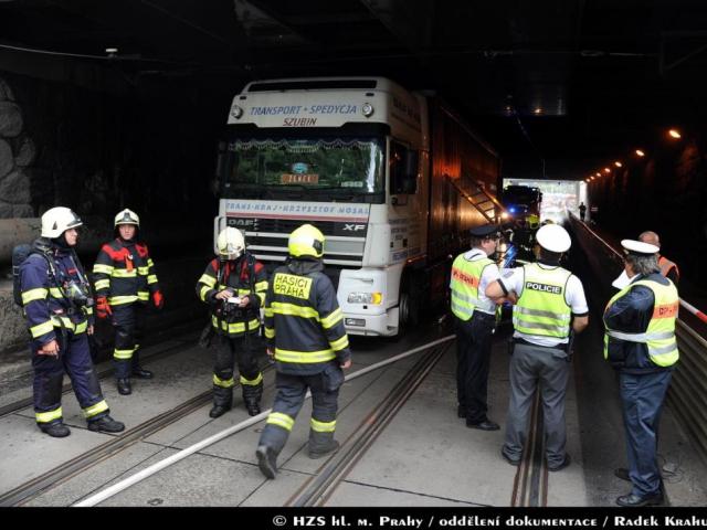 Jednotky pražských hasičů likvidovaly požár kamionu, foto Radek Krahulík