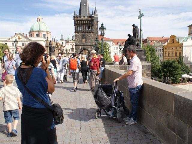 Praha láká stále více turistů, foto Praha Press