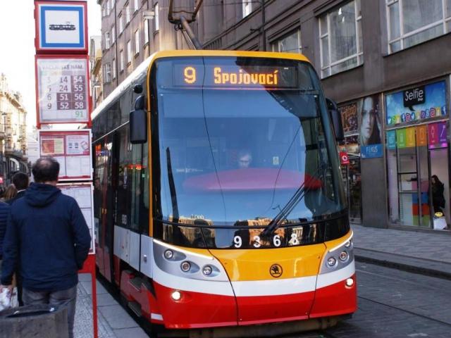 Omezit zpožďování, zrychlit tramvaje a autobusy je cílem DPP. Foto Praha Press