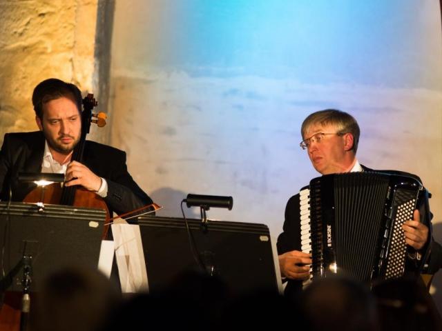 Akordeonista Ladislav Horák s violoncellistou Petrem Nouzovským