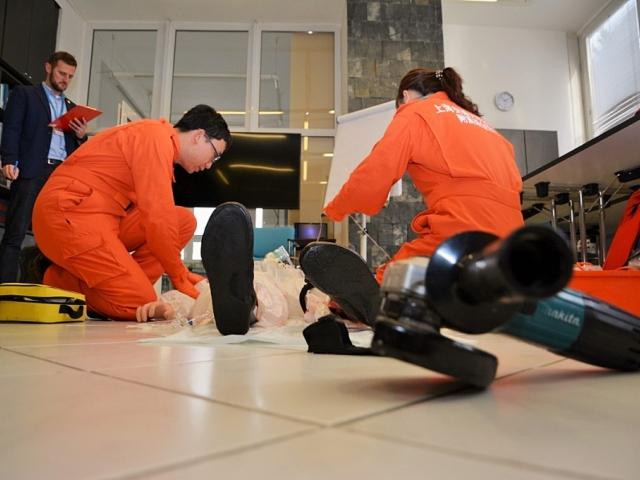 Zdravotníci ze Šanghaje u nás absolvovali kurz pro posádky vrtulníků, foto ZZS HMP