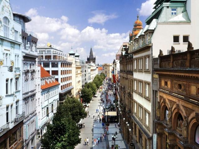 Mezi nejdražší ulice České republiky patří ulice Na Příkopě a ulice Pařížská. Foto Cushman & Wakefield