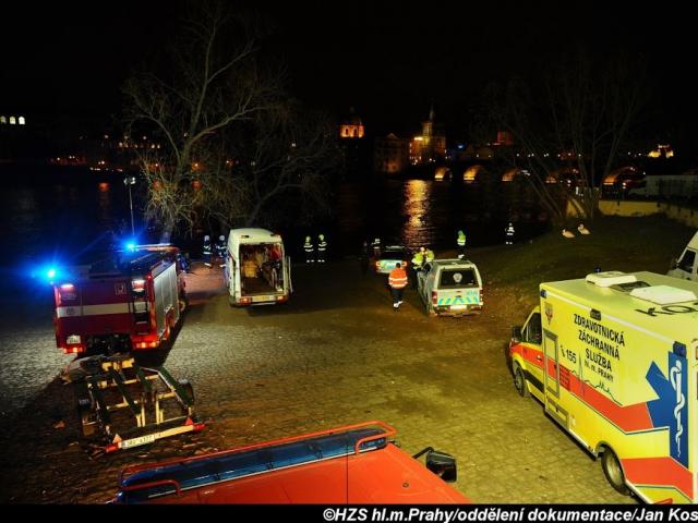 Hasiči zasahovali při vyhledávání osoby ve Vltavě. Foto Jan Kostík