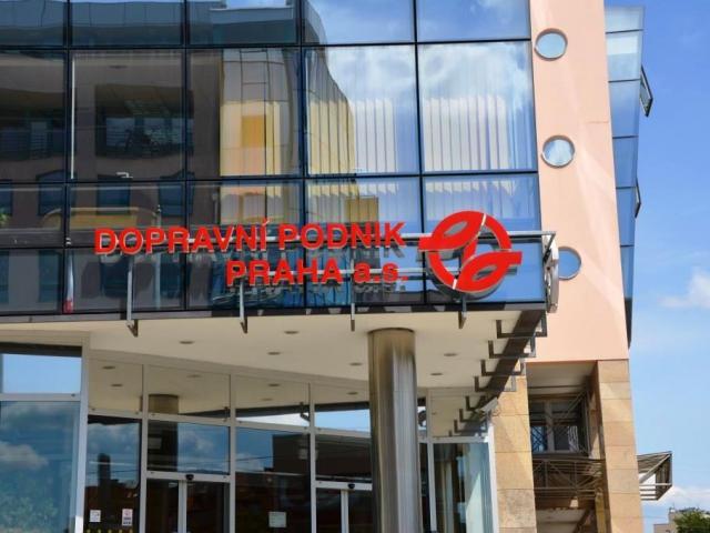 Společnost euroAWK musí odmontovat z metra reklamní vitríny, foto: Praha Press.