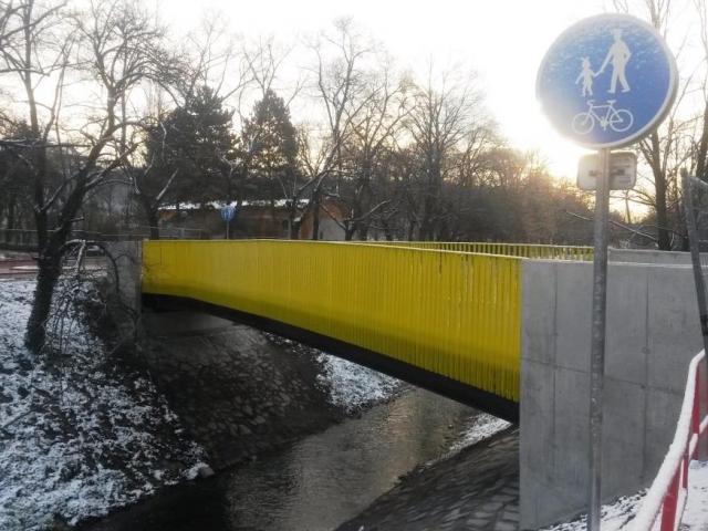 Nová lávka přes Botič propojuje park s okolím, foto:  TSK Praha