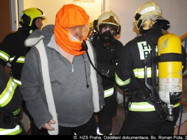 Při požáru hasiči zachránili šest osob a psa, Foto Bc. Roman Půta