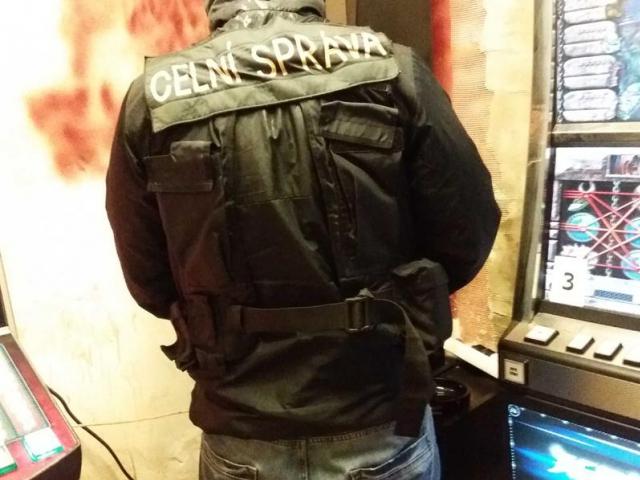 Pražští celníci uzavřeli opakovaně nelegální hernu v Praze 4, foto Celní úřad pro hlavní město Prahu