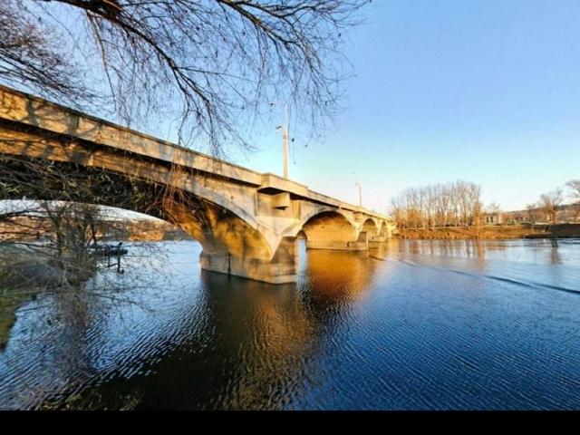 Práce na odstranění havarijního stavu Libeňského mostu se rozeběhnou do dvou dnů. Foto virtualni.praha.eu