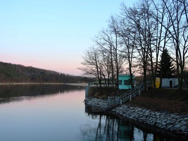 Hostivařská přehrada se dočká nového velína i větší ochrany stávající hráze, foto Lesy Praha