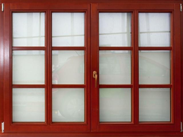 Úřad trestal kartel dodavatelů oken, pokuty činí 20 milionů korun, ilustrační foto