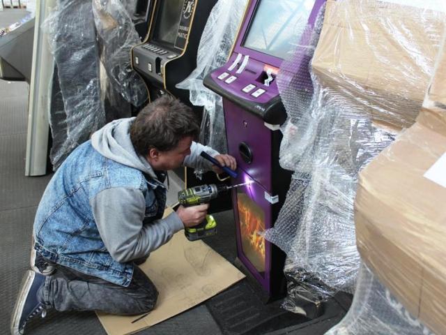 Celníci zasahovali i nedobytné automaty povolily, foto: Celní úřad pro hlavní město Prahu