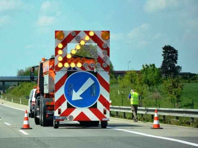 Do krajů putuje mimořádná dotace na silnice, ilustrační foto Praha Press
