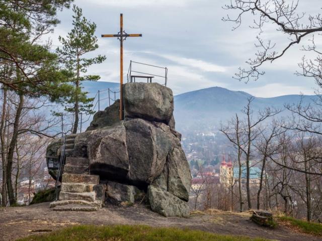 Nad Hejnicemi obnovily Lesy ČR vyhlídku Poustevníkův kámen, foto: LČR