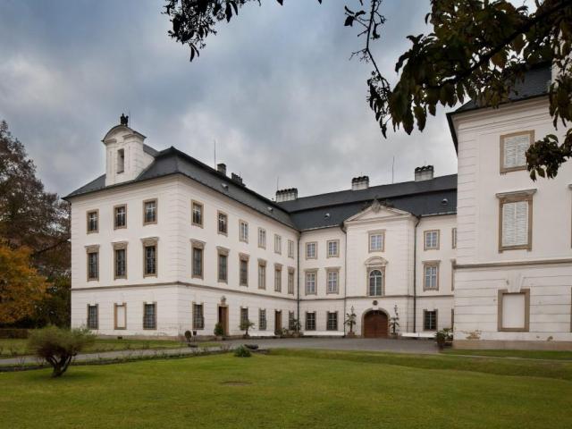 Výstava na vizovickém zámku: Nevěstou z rozumu i z lásky, foto: zamek-vizovice.cz
