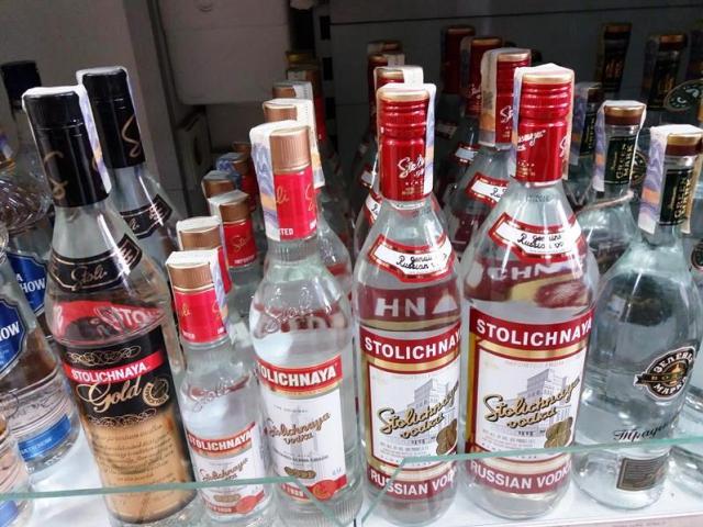 Na trhu se objevila padělaná ruská vodka, foto: Celní úřad pro hl. m. Prahu