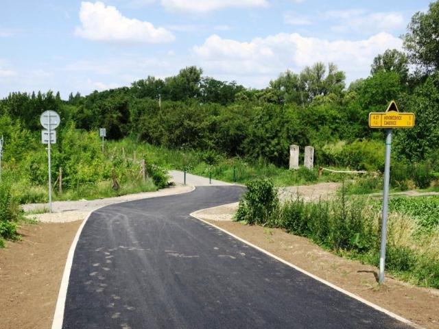 Praha rozšířila lesopark v Letňanech o stovky metrů nových cest, foto: MHMP