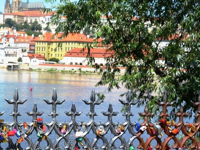 Magický Karlův most v divokém obležení, foto: Stanislava Nopová