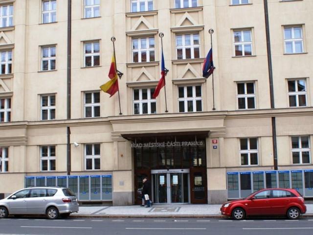 Zastupitelé Prahy 6 vyzvali stát ke zrušení dražby Veleslavínského zámku, foto: Praha Press