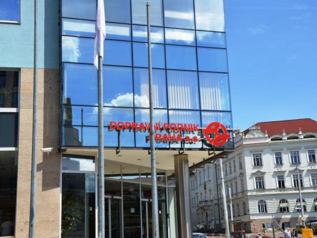 Krátkodobý pronájem volných reklamních ploch na autobusech MHD, foto: Praha Press