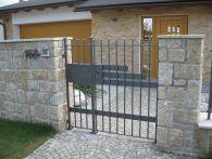 Oplocení, kovaný plot