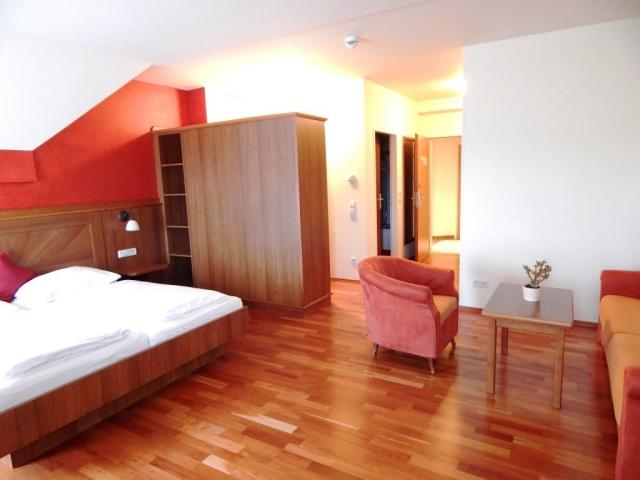 Hotel Veltlin Poysdorf  - hotel uprostřed vinic