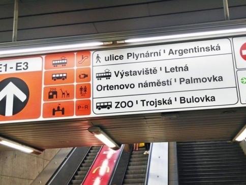 0a78675fa Nový systém značení má ulehčit orientaci východů z metra