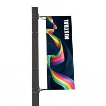 Mistral - vlajka připevněná na sloupu